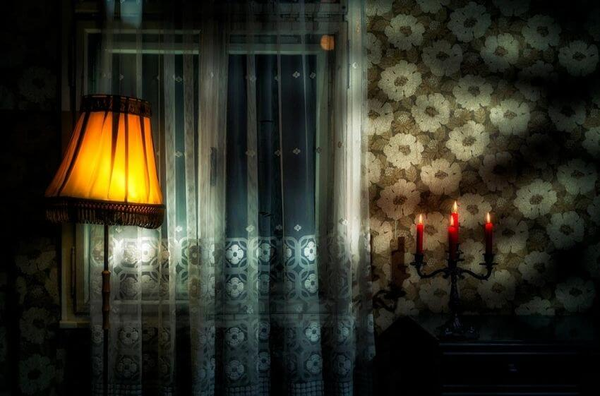 infj-haunted-lamp-flickering.jpg
